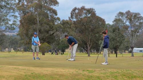3 golfers